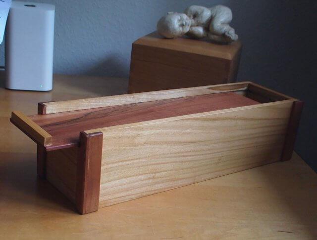 Kistje uit kersenhout